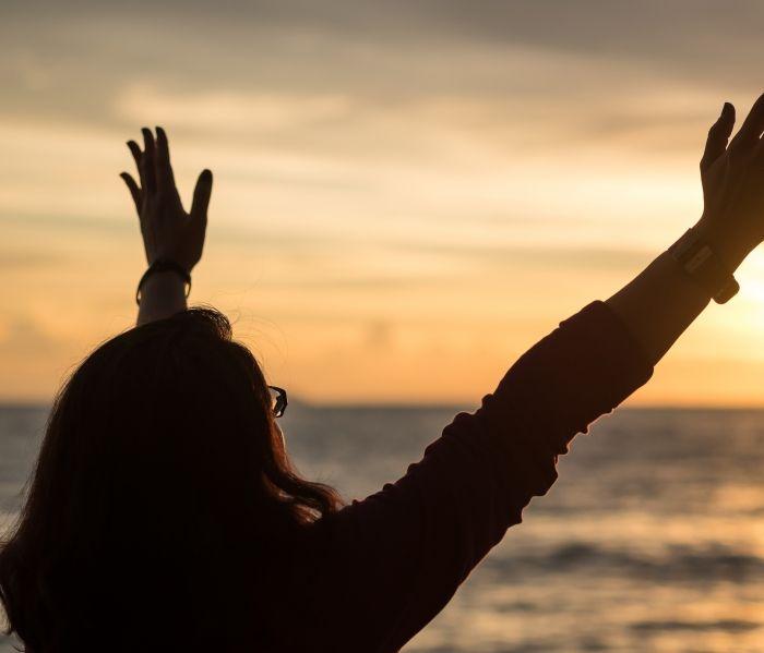 Tres versículos bíblicos para ser esposas revestidas del amor de Dios