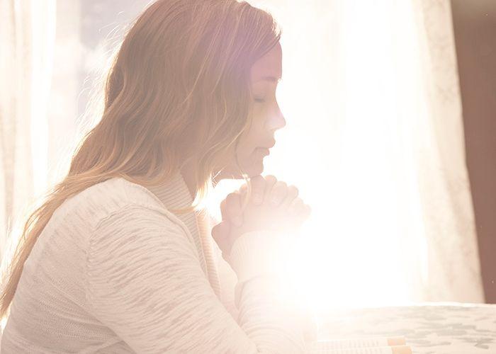 4 maneras de orar por tu cónyuge cuando no quieres